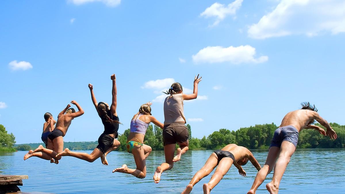 пост картинки лето купание в озере праздниках семейных